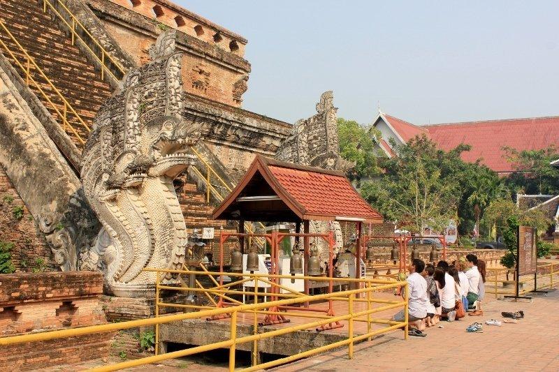 Храм Чианг Май, который находится за стенами городских ворот